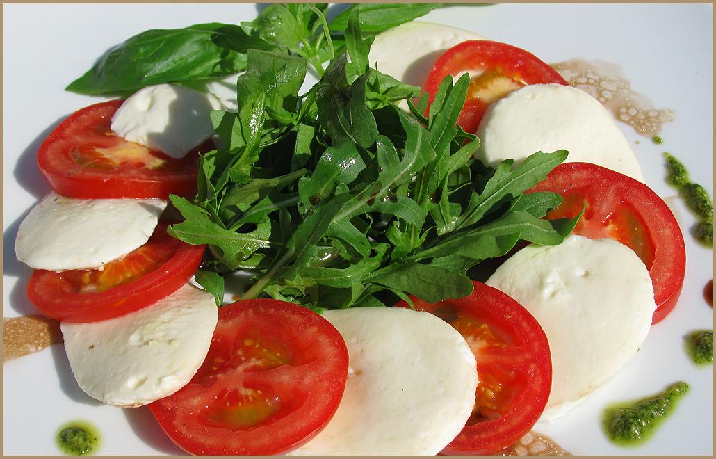 рецепт салата с моцареллой и помидорами
