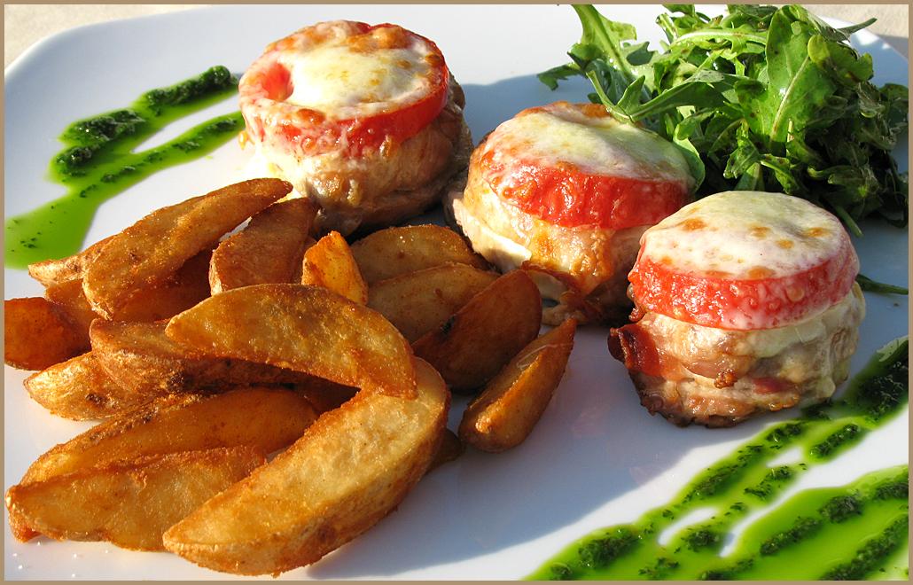 Медальоны из свинины рецепт с помидорами и сыром