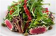 Салат с тунцом в кунжуте