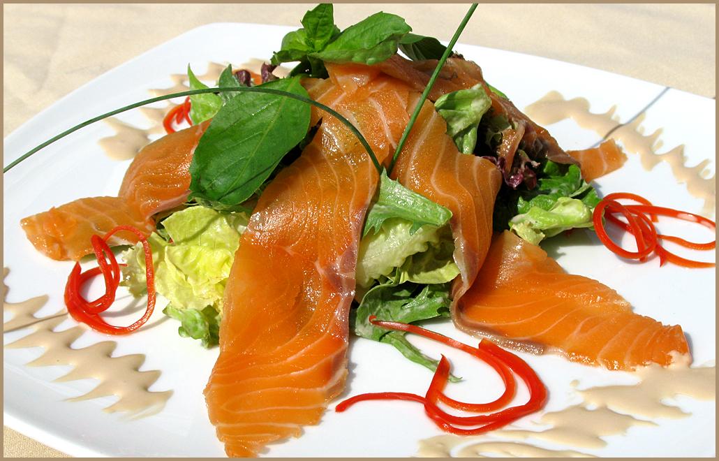Салат из копченого лосося рецепт с