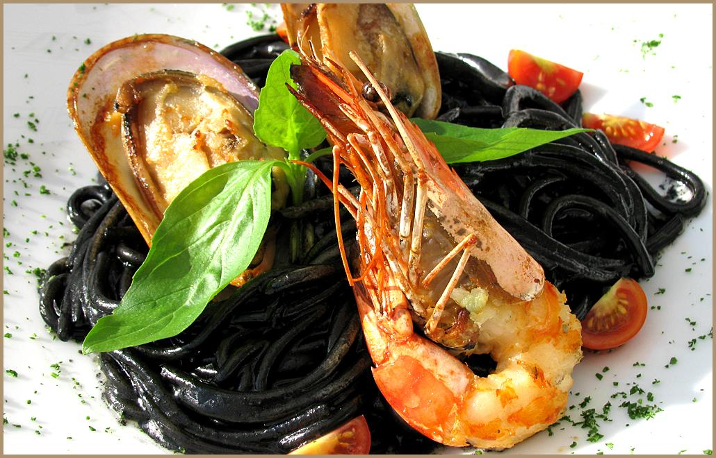 Паста черная с морепродуктами рецепт